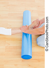 terapeuta, egzaminując, babski, fizyczny, noga