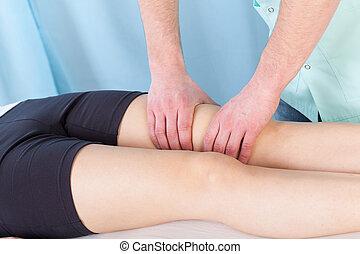 terapeutyczny masaż, noga