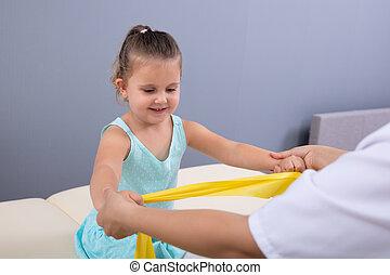 terapia, banda, dziewczyna, fizyczny, mały, klinika, wykonując