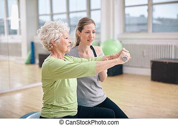 trener, trening, kobieta, osobisty, sala gimnastyczna, senior
