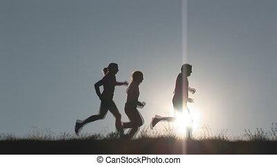 trzy, biegacze, pagórek