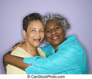 uśmiechanie się, embracing., kobiety