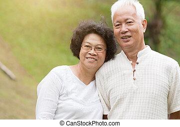 uśmiechanie się, para, outdoor., starszy, asian