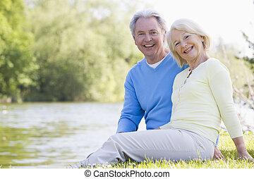 uśmiechanie się, para, park, jezioro, outdoors