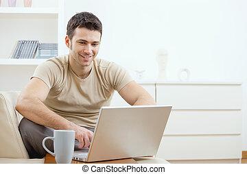 używając komputer, szczęśliwy, człowiek