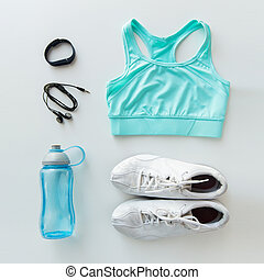 ubranie sportowe, bransoletka, komplet, butelka, earphones