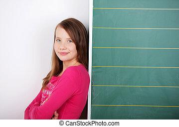 uczennica, nachylenie, młody, przeciw, chalkboard