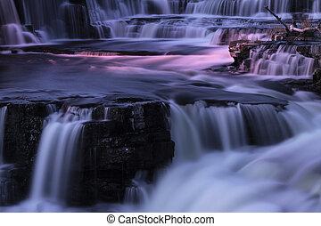 wodospady, noc