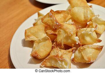 wontons, chees, śmietanka