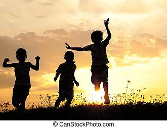wyścigi, zachód słońca, łąka, dzieci