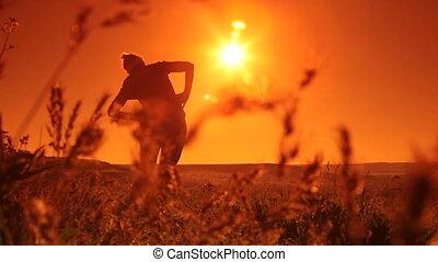 wykonuje, kobieta, wschód słońca