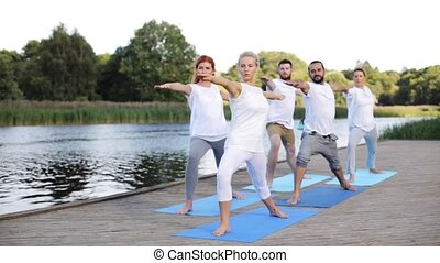 yoga, ludzie, grupa, outdoors, wykonuje, zrobienie