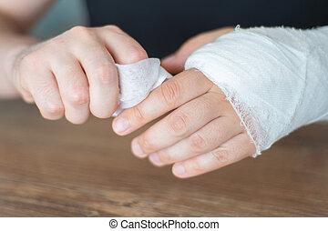 złamany, krzywda, myci, człowiek, bone., troska, napkin., gips, ręka, trudny