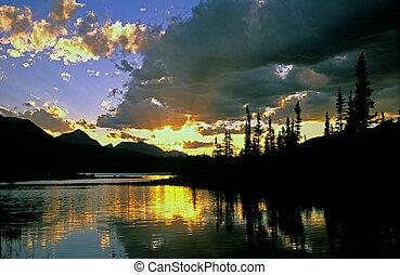 zachód słońca, jaspis, jezioro