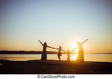 zachód słońca, rozrywka, każdy, freedom., tryb, tło., dobry, młodszy, generation., lekki, ludzie, dzierżawa, sylwetka, siła robocza, starszy, przyjaźń, inny