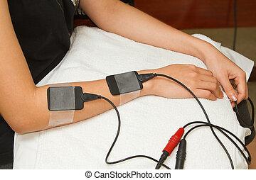 zachęta, stimulator, kobieta, ból, przedramię, porcja, terapeuta, elektryczny, zwolnić, wzrastać, siła, mięsień