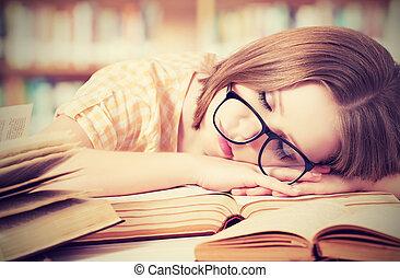 zmęczony, biblioteka, spanie, książki, student, dziewczyna, okulary